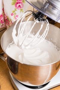 Eischnee schlagen 200x300 - Welche Küchenmaschine mit Kochfunktion passt zu mir?